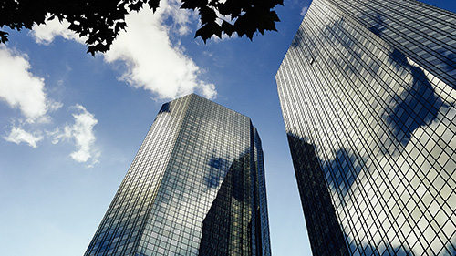 Deutsche Bank shares - bottoming out or dipping down?